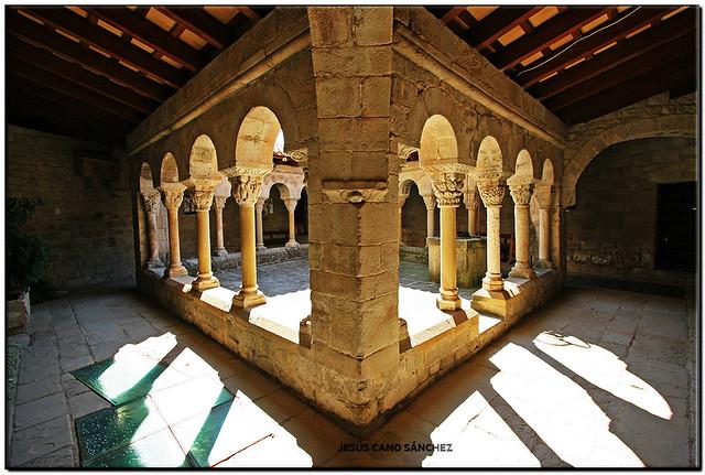 Claustre, Monestir de Santa Maria, Lluçà (Osona)