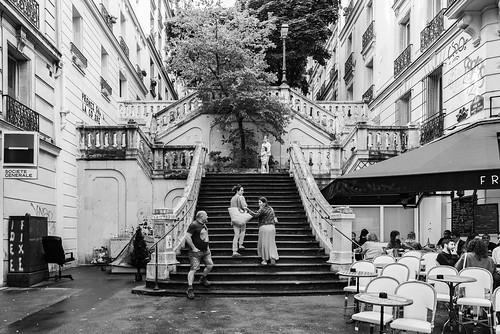 noiretblanc blackwhite nb bw monochrome street streetphotographie personnes people france francia europe europa paris city ville architecture architectura