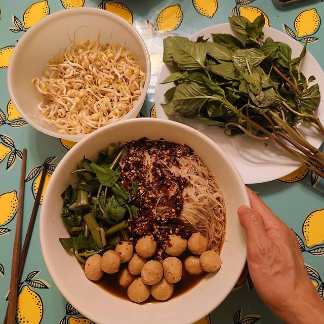 Noodle soup / sopa de fideos