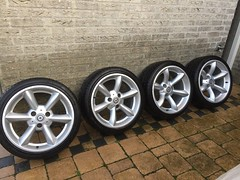 Full set of USED Smart Roadster 452 17 inch alloy runline wheels with tyres