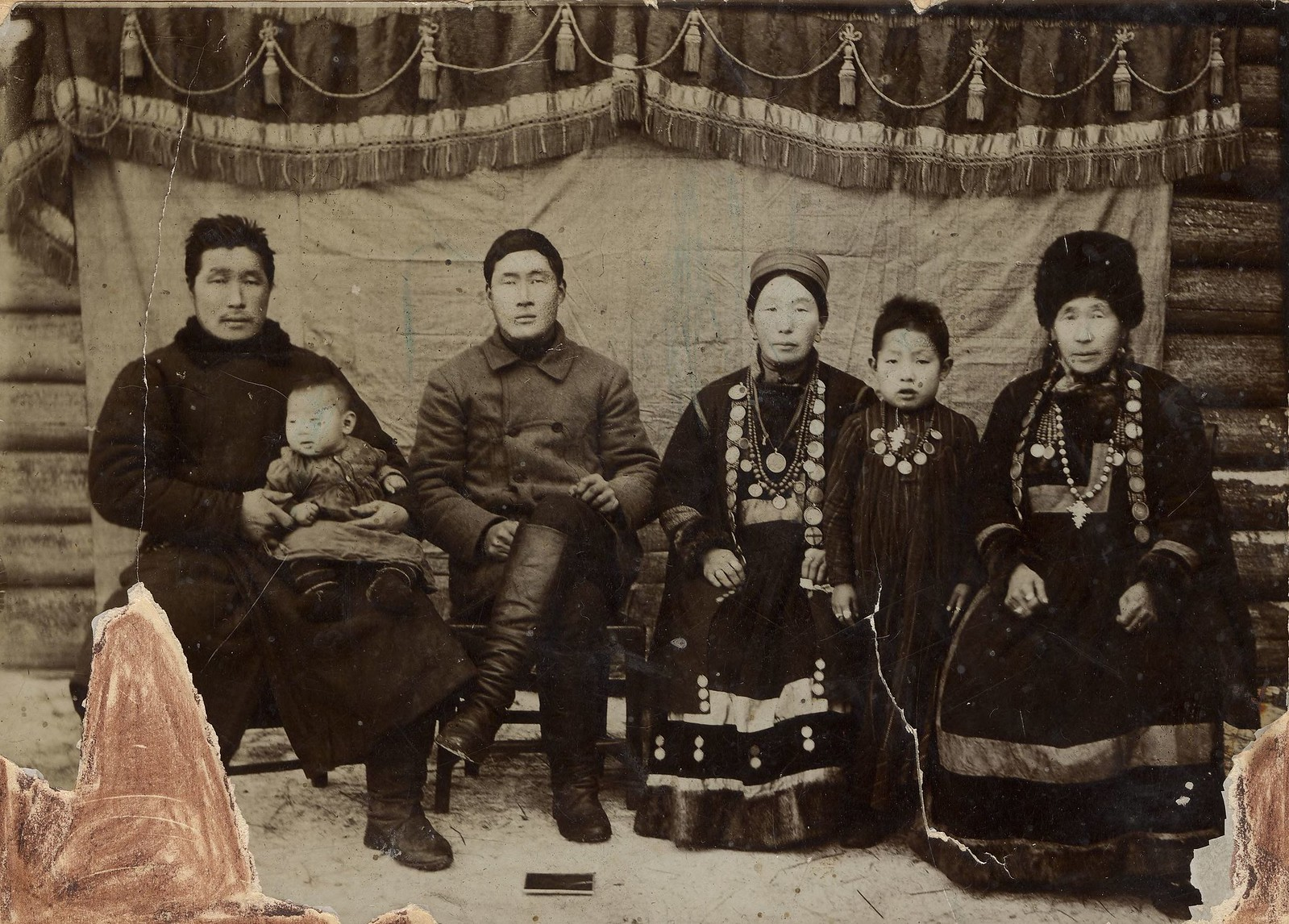 1890. Две бурятские семьи с женами и детьми