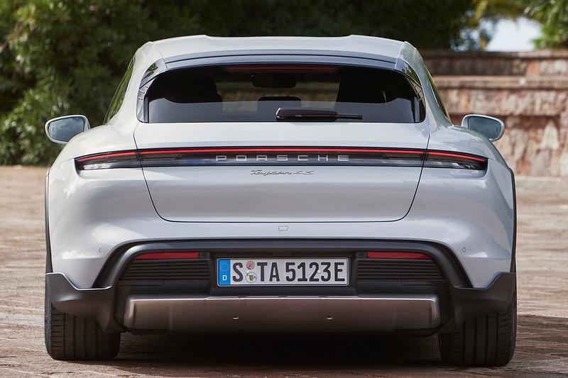 Porsche-Taycan-Cross-Turismo (7)