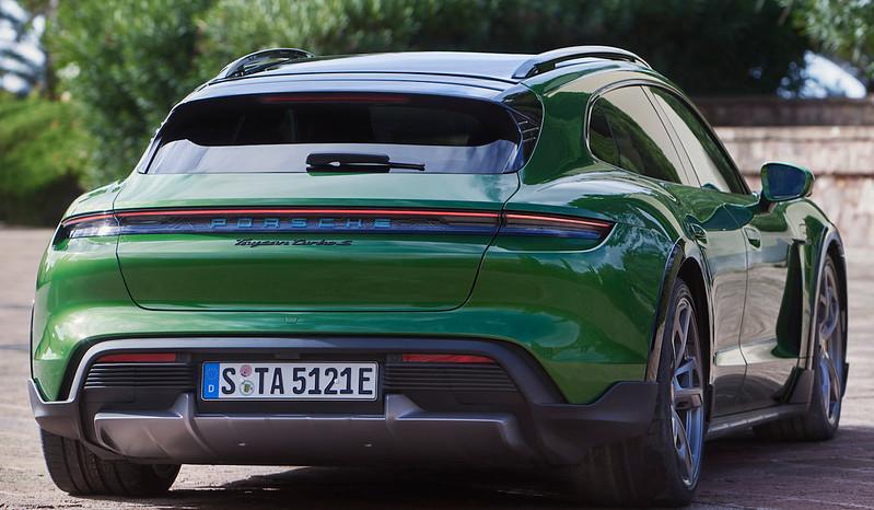 Porsche-Taycan-Cross-Turismo (5)