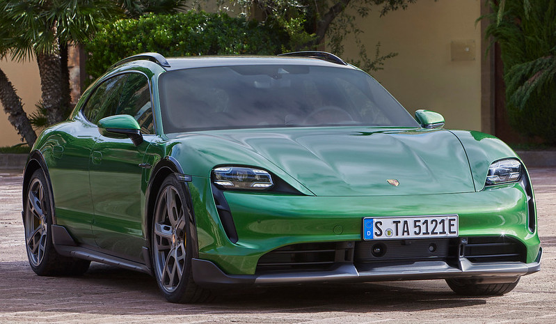 Porsche-Taycan-Cross-Turismo (3)