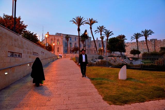 Jerusalem - Yafo street - Jaffa Gate / Jew and muslim pass along