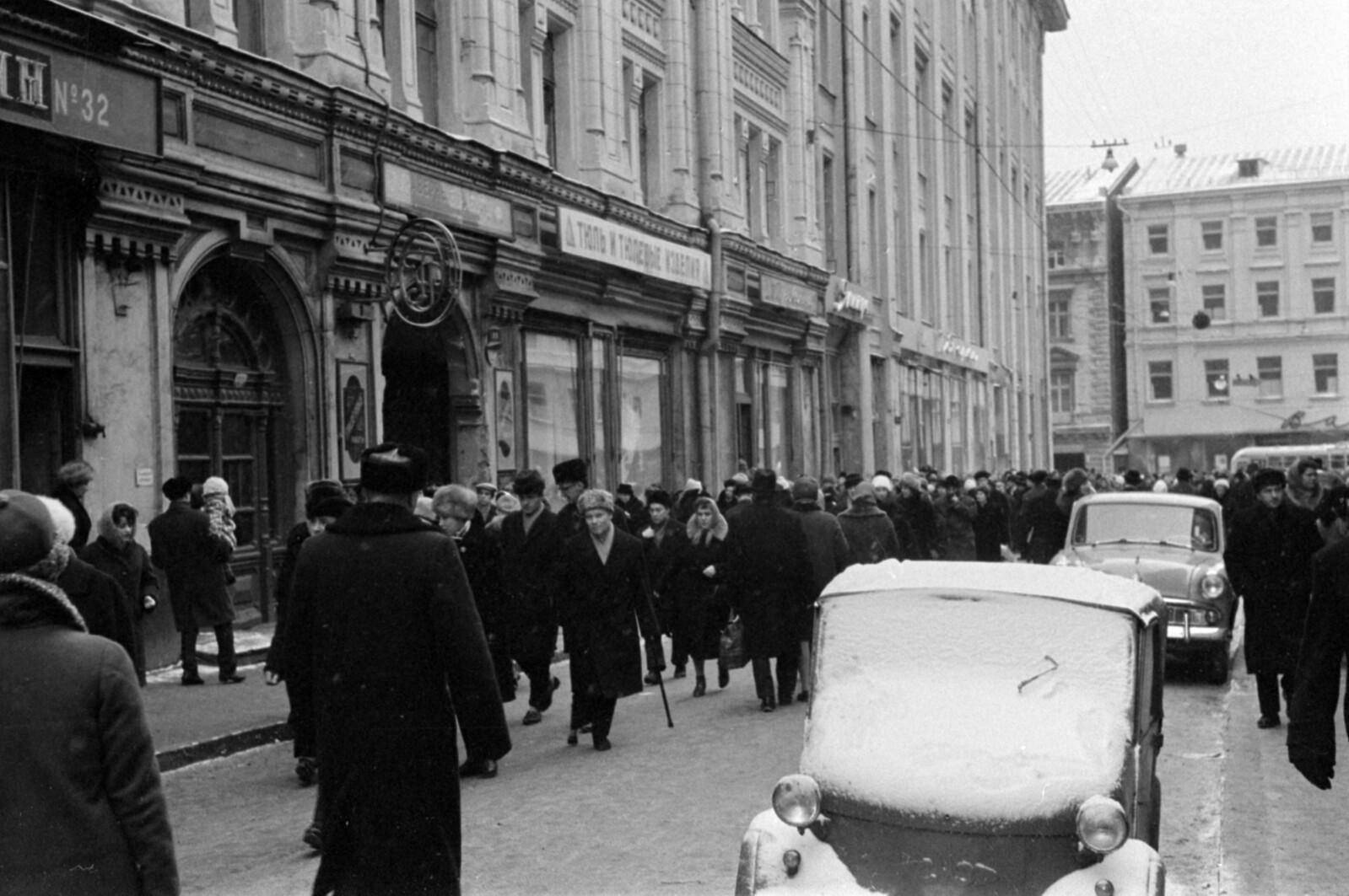 08. Столешников переулок в сторону  Петровки