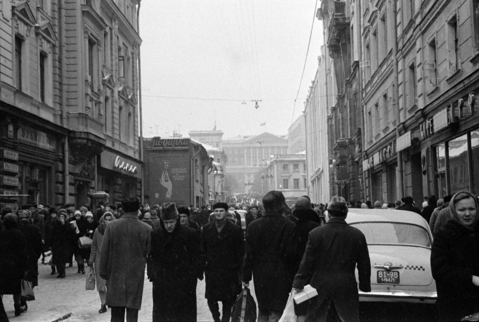 07. Столешников переулок в сторону Советской площади