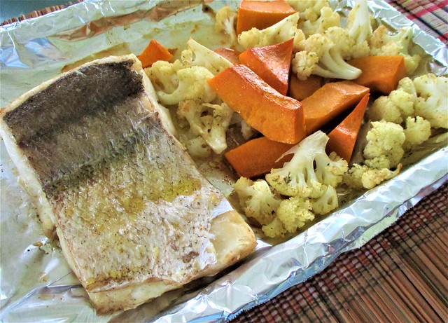 Oven-grilled hake and vegetables