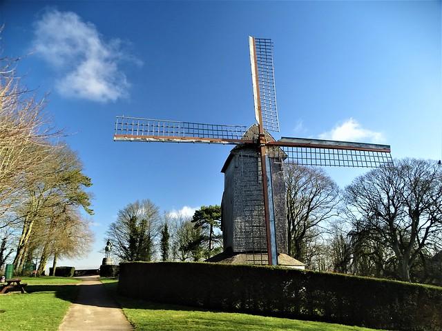 Le moulin du mont de Cassel situé à 176 mètres de hauteur.