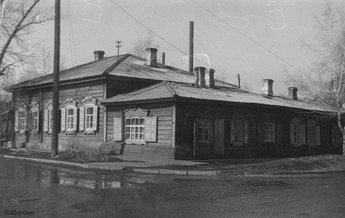 1975. Дом на углу улиц Кожова и 3 Июля