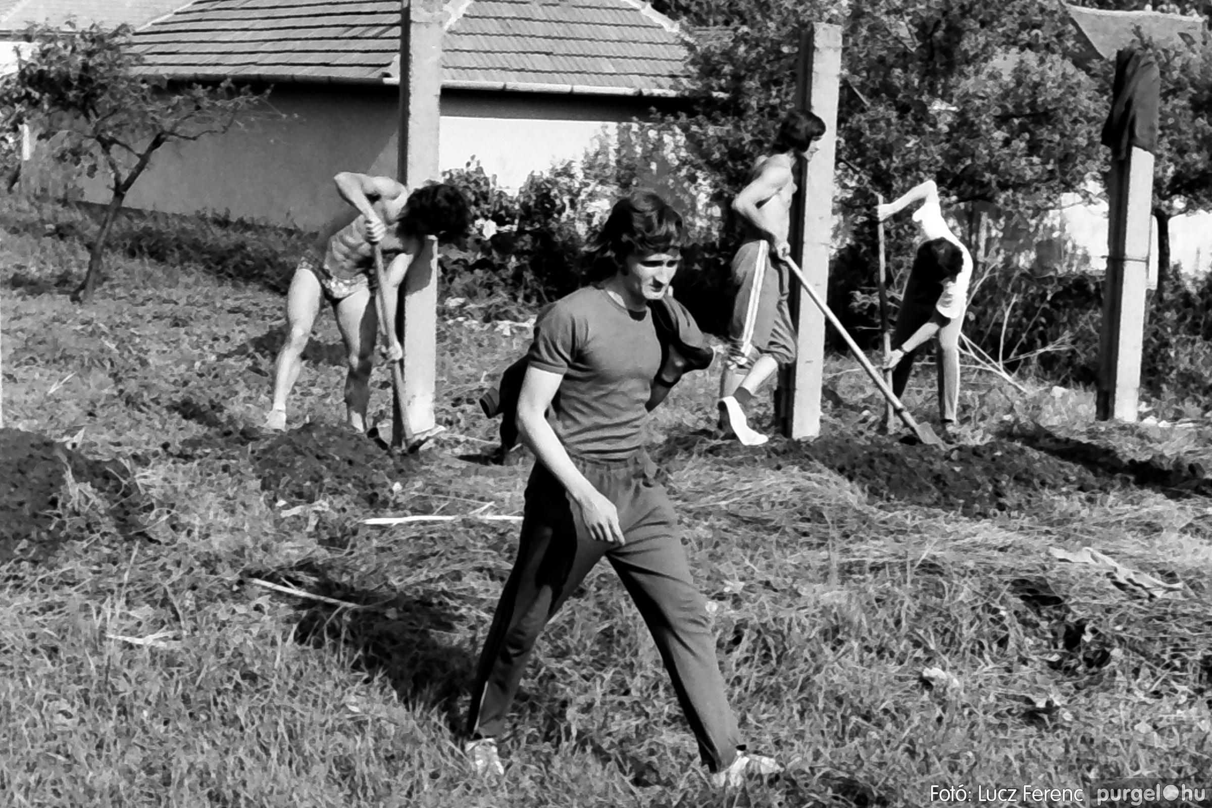 048, 051. 1976. Társadalmi munka 005. - Fotó: Lucz Ferenc.jpg