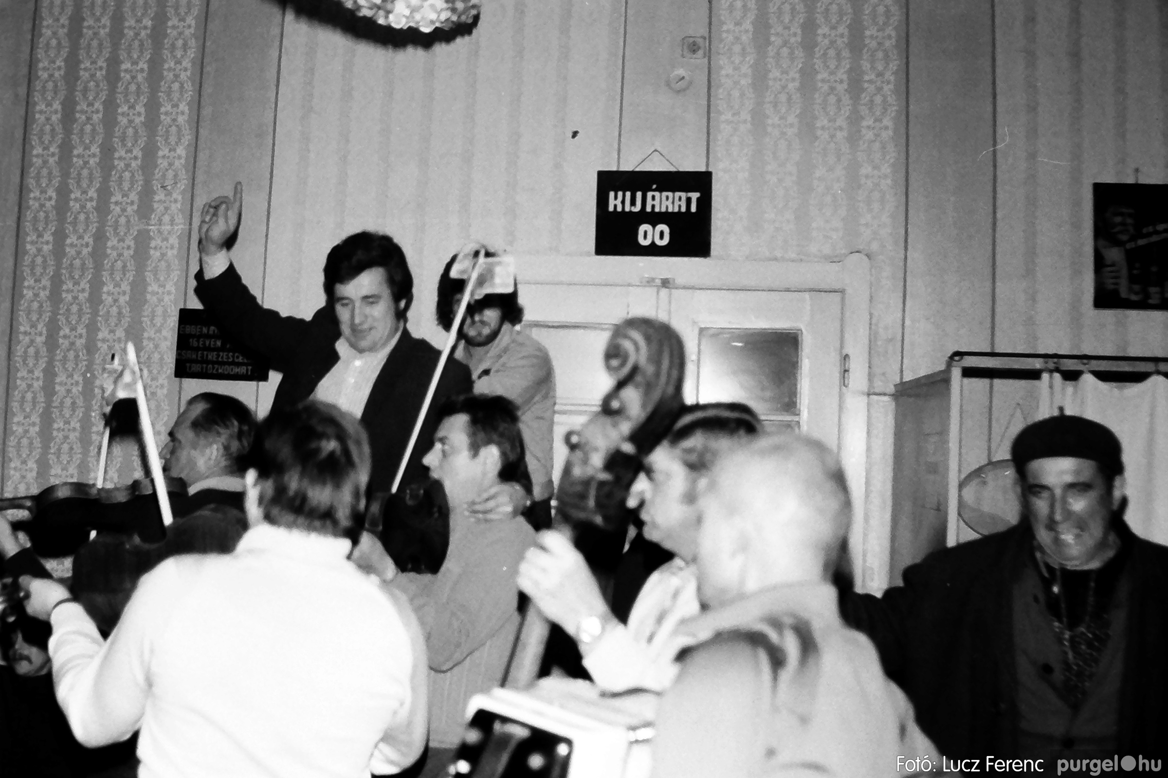 064-065. 1976. KTSZ-es dínomdánom a vendéglőben 039. - Fotó: Lucz Ferenc.jpg