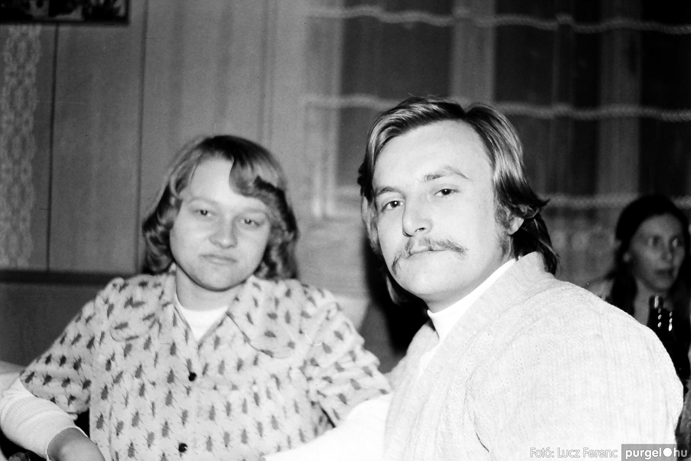 064-065. 1976. KTSZ-es dínomdánom a vendéglőben 035. - Fotó: Lucz Ferenc.jpg