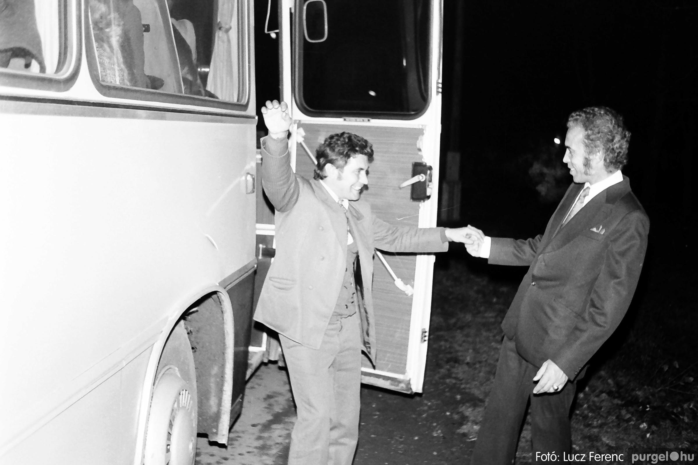 064-065. 1976. KTSZ-es dínomdánom a vendéglőben 032. - Fotó: Lucz Ferenc.jpg