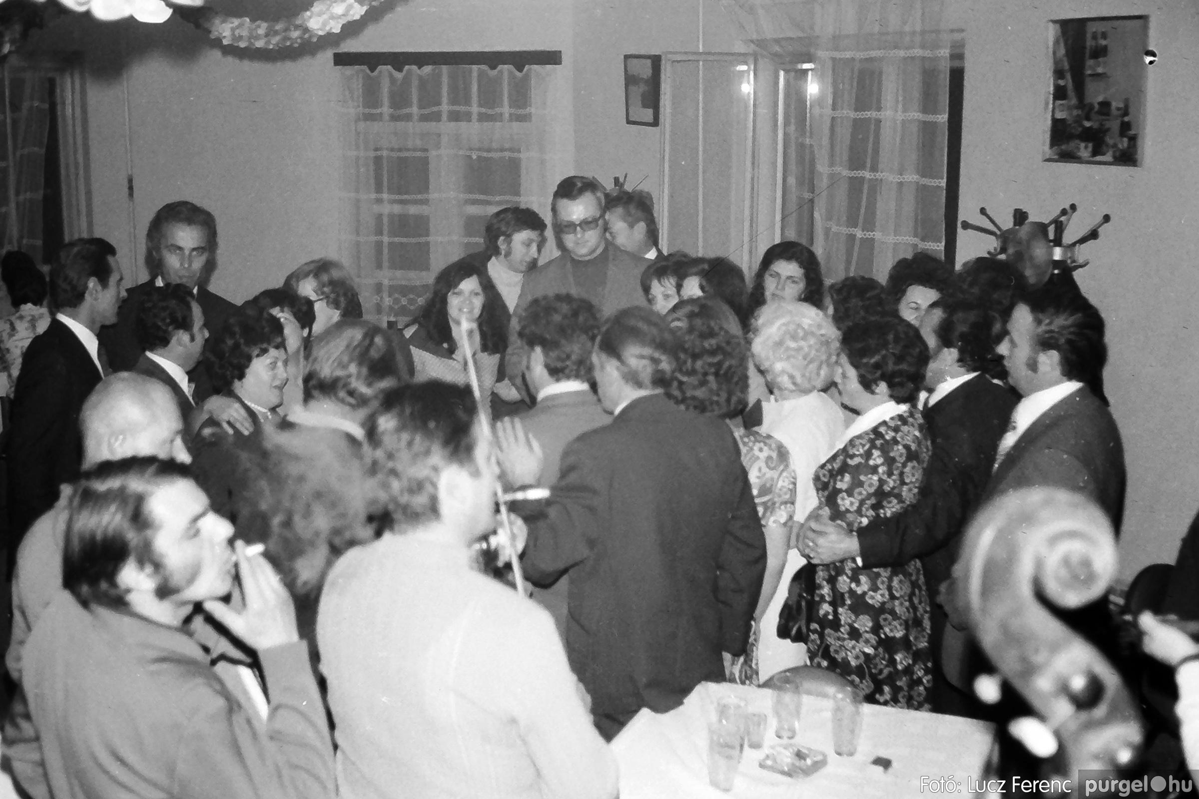 064-065. 1976. KTSZ-es dínomdánom a vendéglőben 030. - Fotó: Lucz Ferenc.jpg