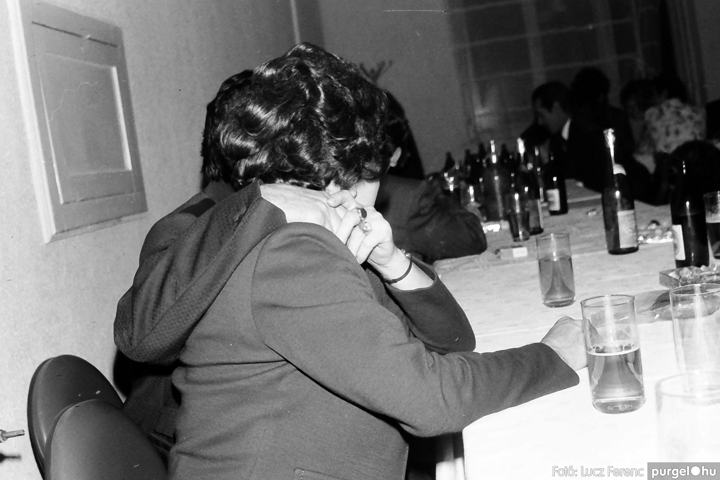 064-065. 1976. KTSZ-es dínomdánom a vendéglőben 029. - Fotó: Lucz Ferenc.jpg