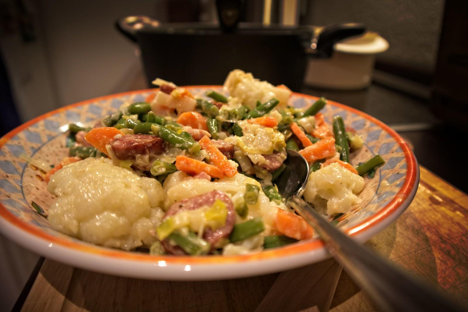CookingByAccident: Blumenkohl-Bohnentopf mit Mettwürstchen und Sahnemeerrettich