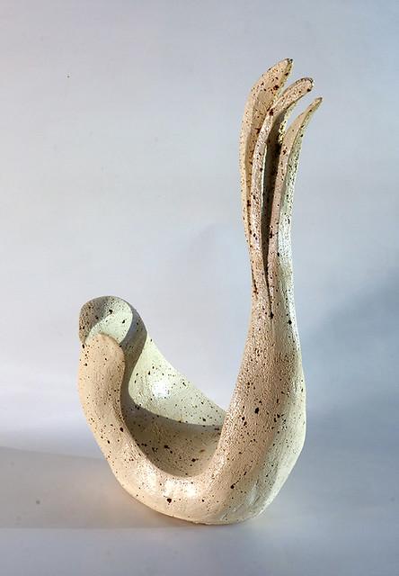 פסל ציפור מופשט בצבע לבן rachel frank רחל פרנק פסלת ישראלית  יוצרת מודרנית