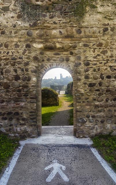 A piedi verso il castello