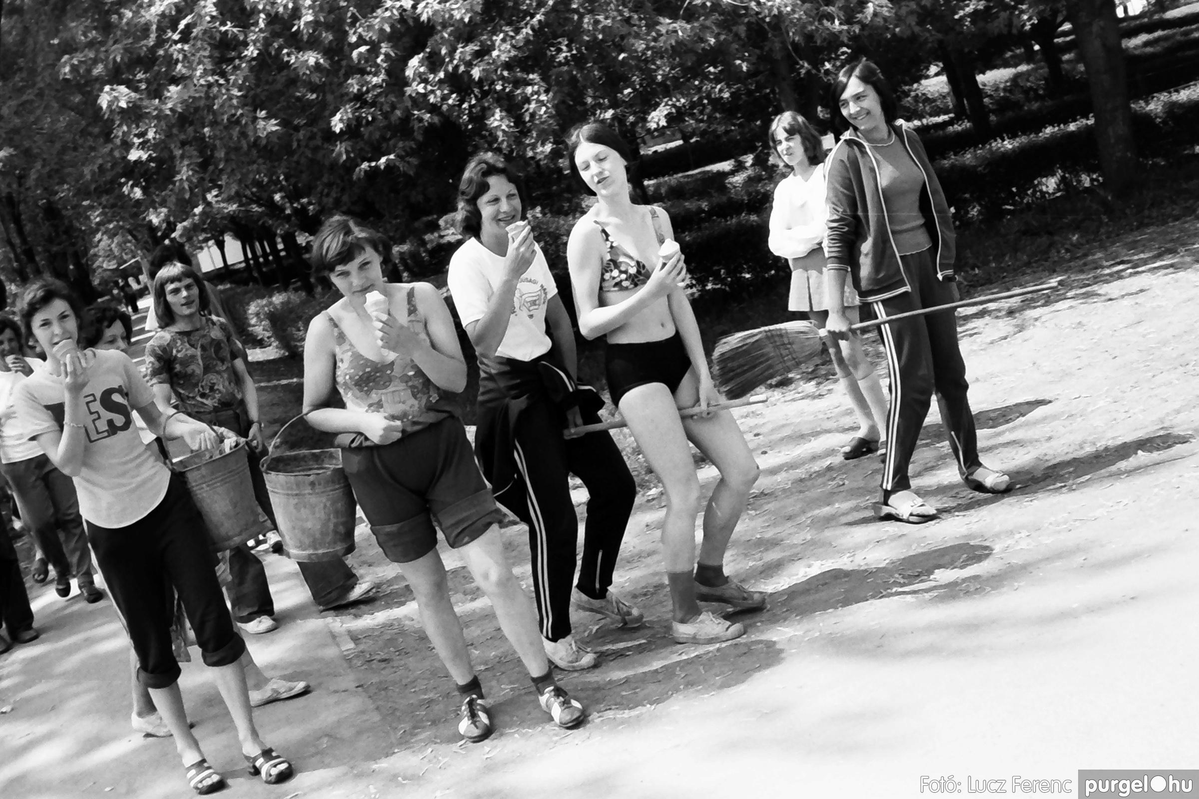 048, 051. 1976. Társadalmi munka 022. - Fotó: Lucz Ferenc.jpg