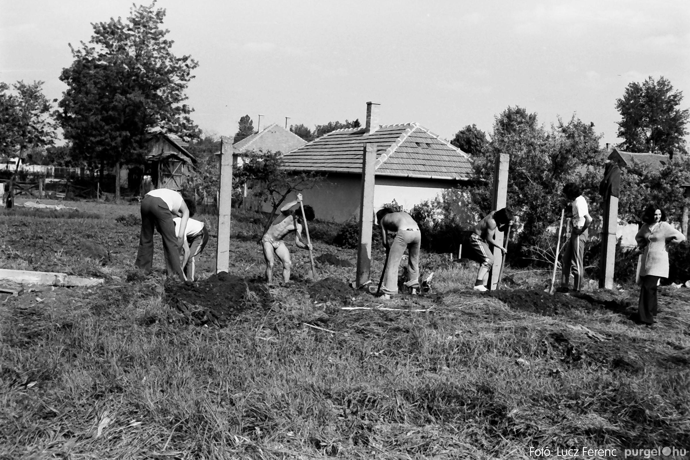 048, 051. 1976. Társadalmi munka 013. - Fotó: Lucz Ferenc.jpg