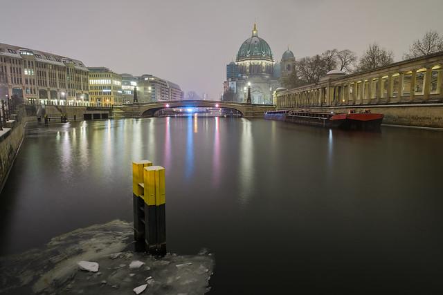 Die Spree mit dem Berliner Dom