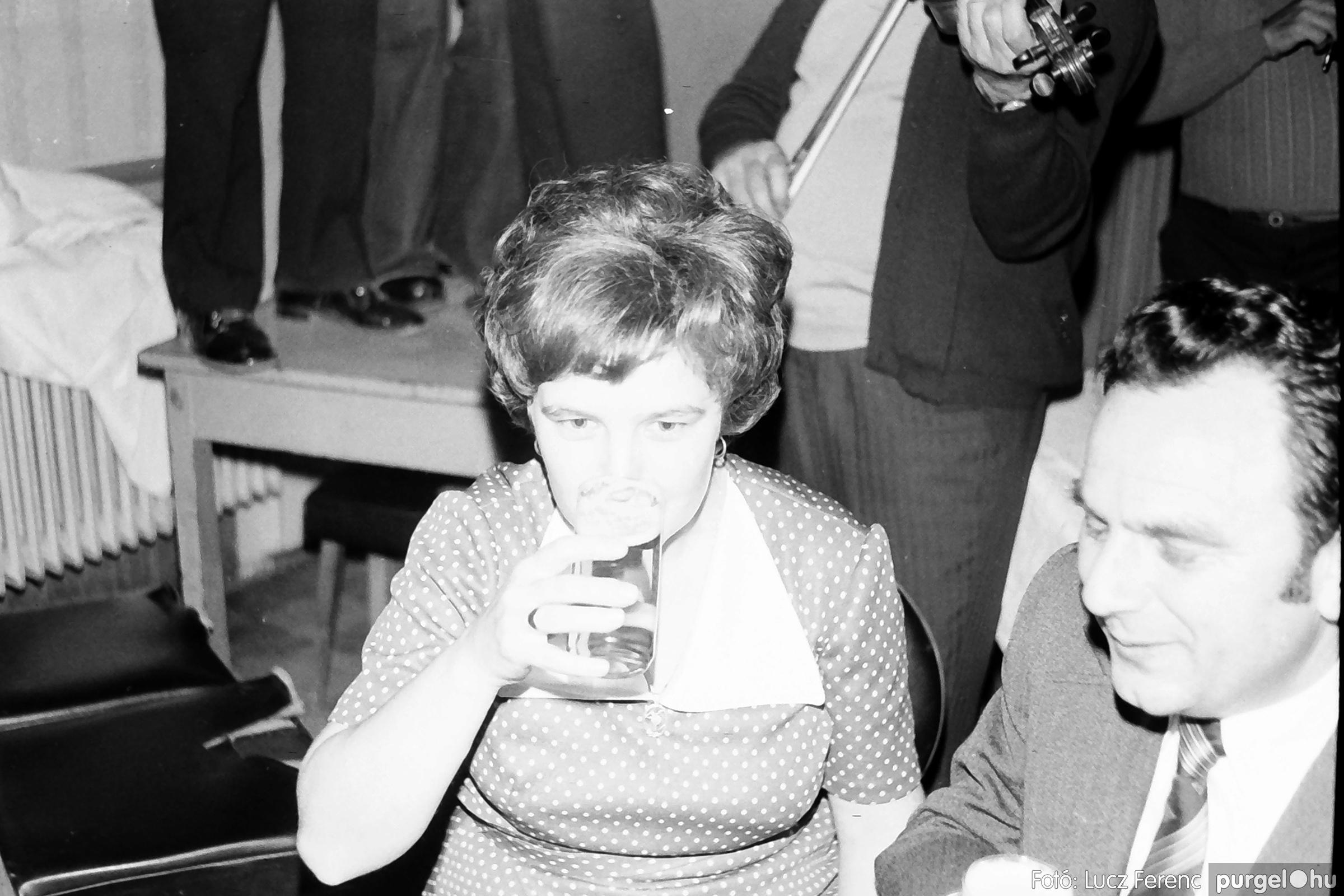 064-065. 1976. KTSZ-es dínomdánom a vendéglőben 042. - Fotó: Lucz Ferenc.jpg