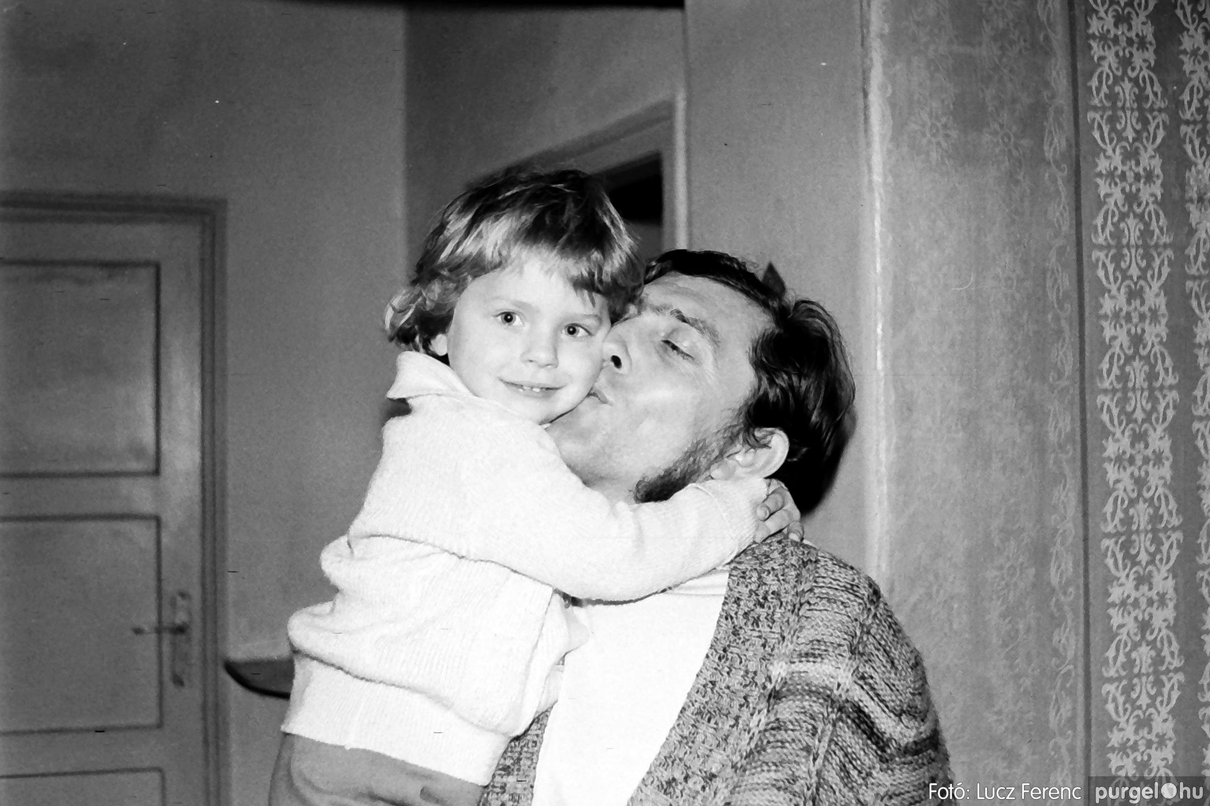 064-065. 1976. KTSZ-es dínomdánom a vendéglőben 038. - Fotó: Lucz Ferenc.jpg