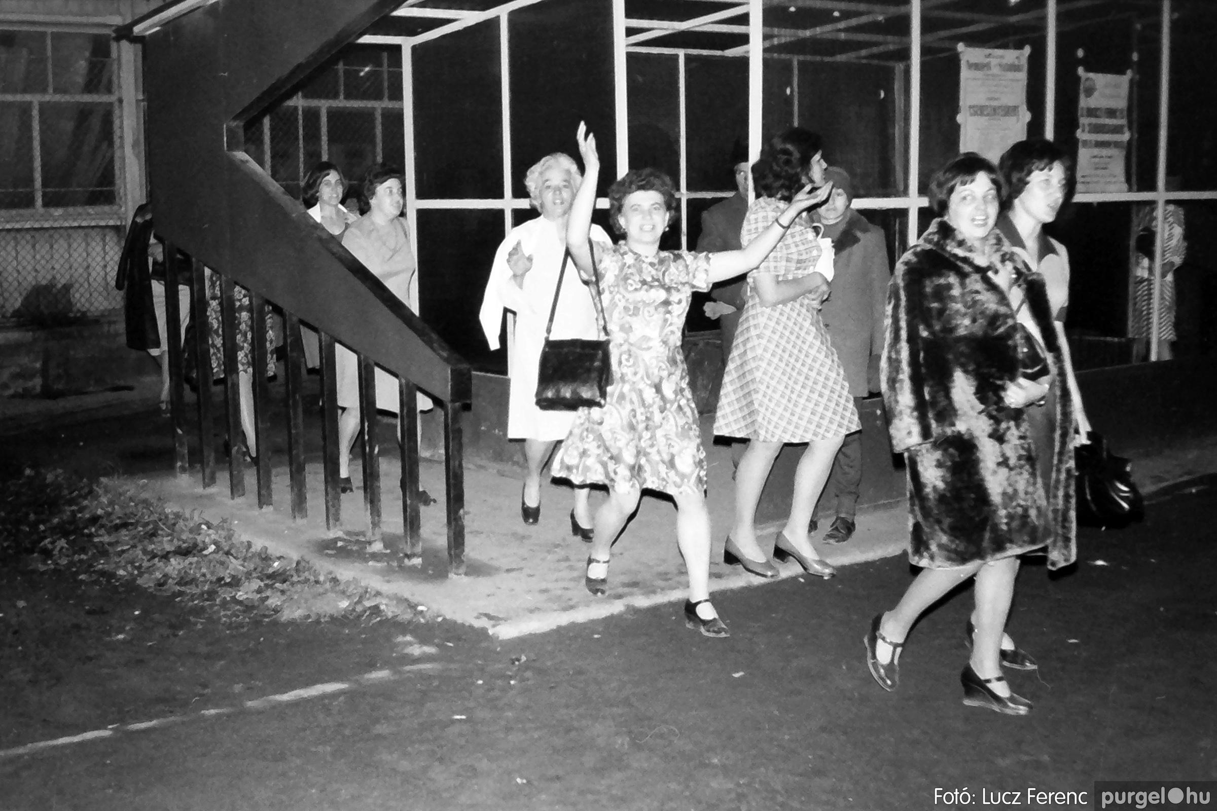 064-065. 1976. KTSZ-es dínomdánom a vendéglőben 031. - Fotó: Lucz Ferenc.jpg