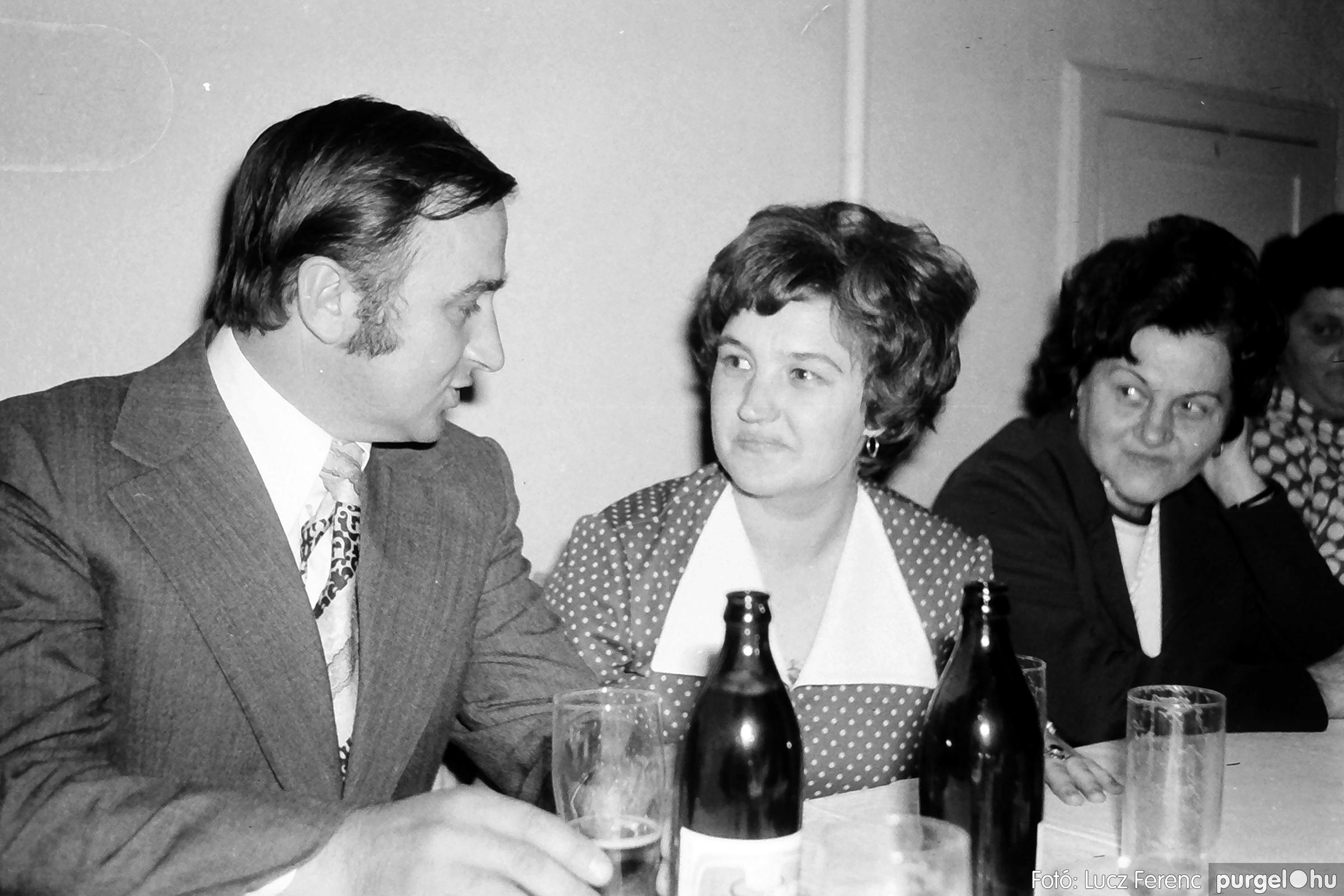 064-065. 1976. KTSZ-es dínomdánom a vendéglőben 022. - Fotó: Lucz Ferenc.jpg