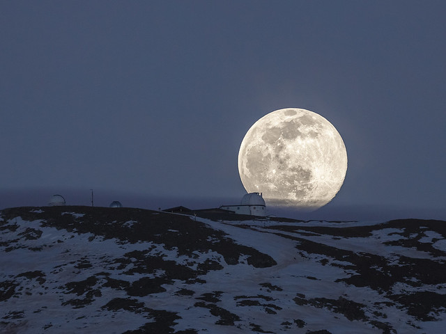 Quand la Lune embrasse l'observatoire le plus haut d'Europe