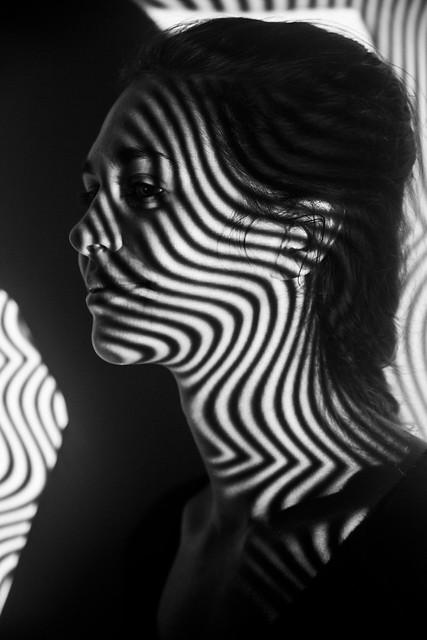C. Jeux de lumière et d'ombre