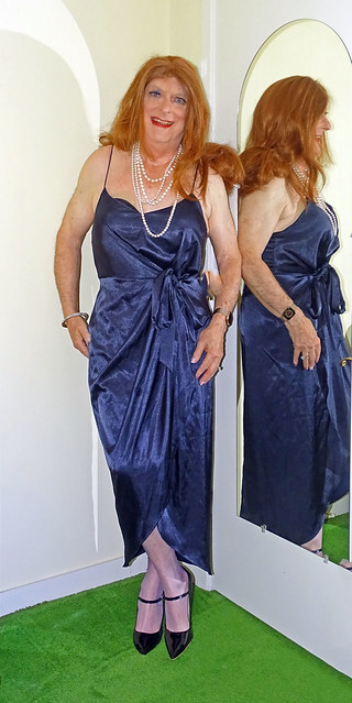 Midnigh blue gown with spaghetti sraps