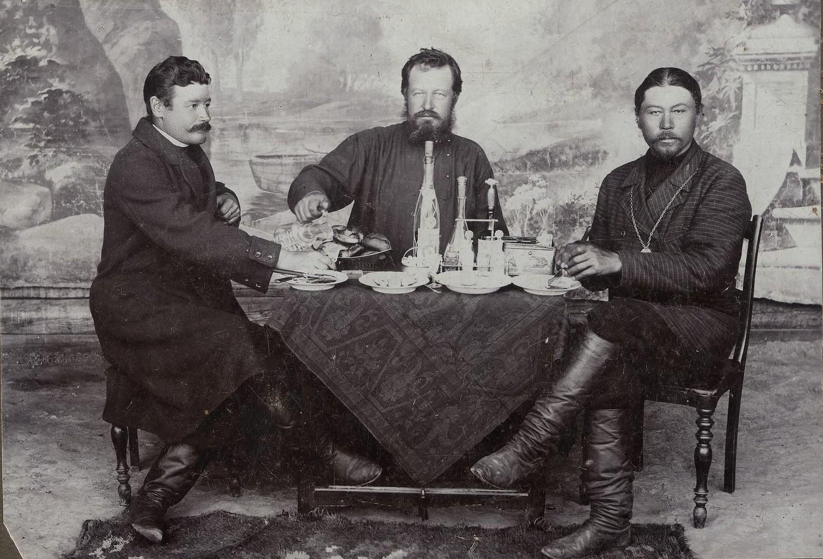 1912. Корженевский Ян Иосифович, купец Сусоев и староста Козлов.