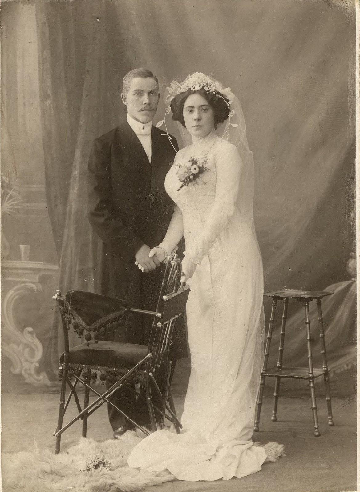 1910. Супружеская пара преподавателей Книжник в свадебных нарядах