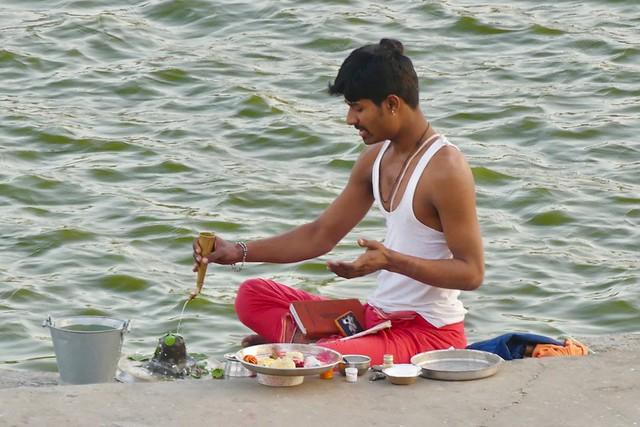 Personal evening puja, Pushkar Ghats, Rajasthan