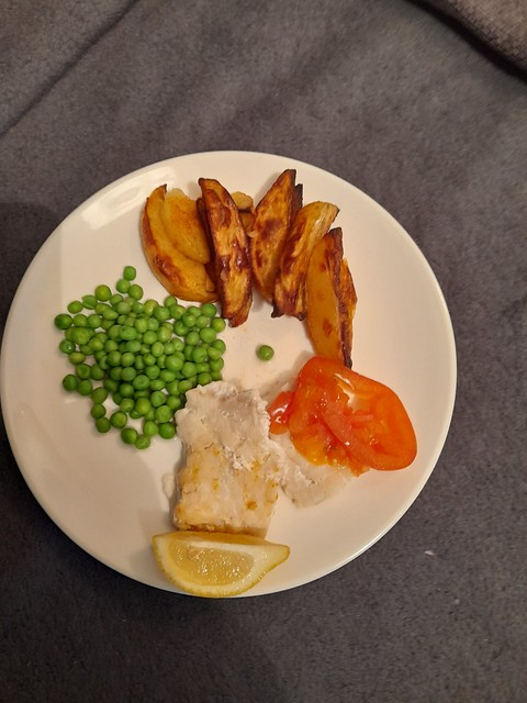 baked fish chunky wedges & peas