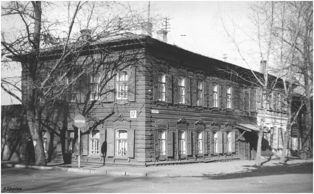 Дом на углу улиц Киевской и Дзержинского