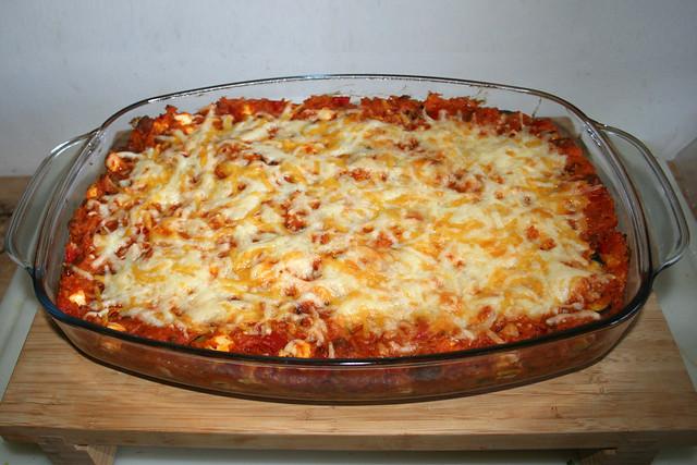 42 - Gratinated orzo with ground meat, zucchini, bell pepper & feta  Finished baking / Überbackene Orzo mit Hackfleisch Zucchini, Paprika & Feta - Fertig gebacken