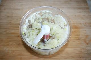 03 - Dice onion / Zwiebel würfeln