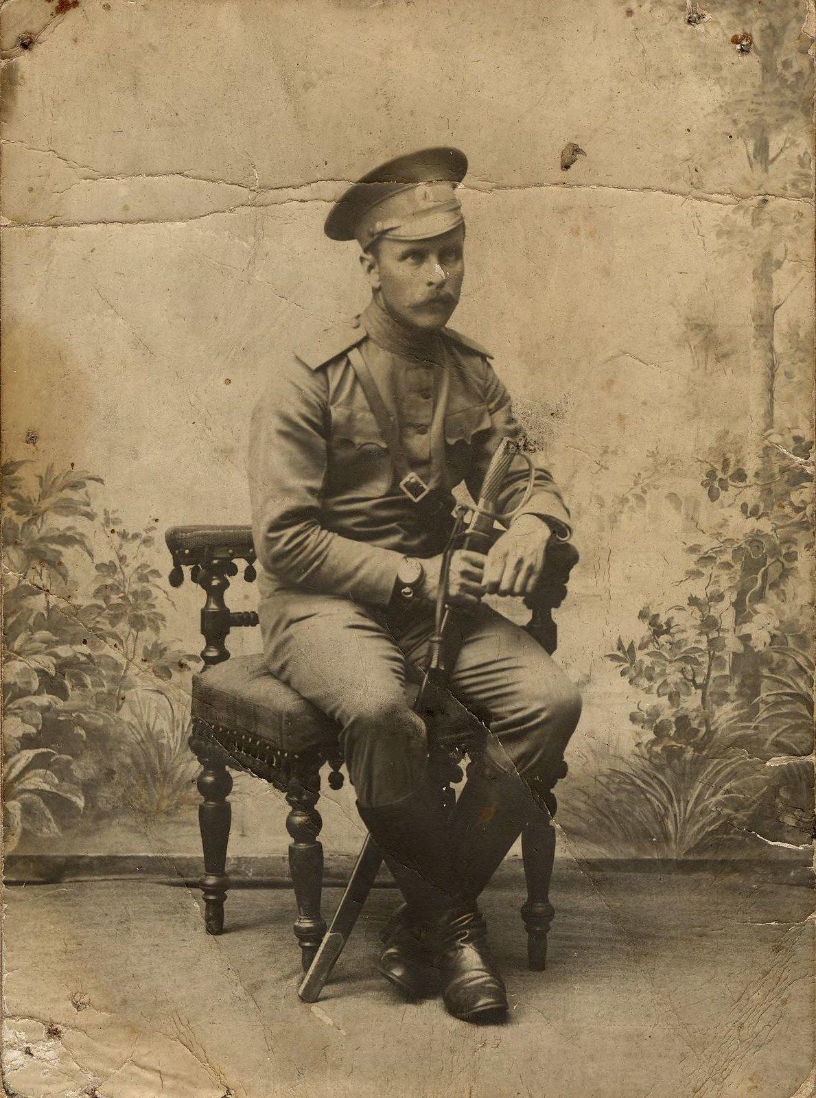 1910. Офицер русской армии.