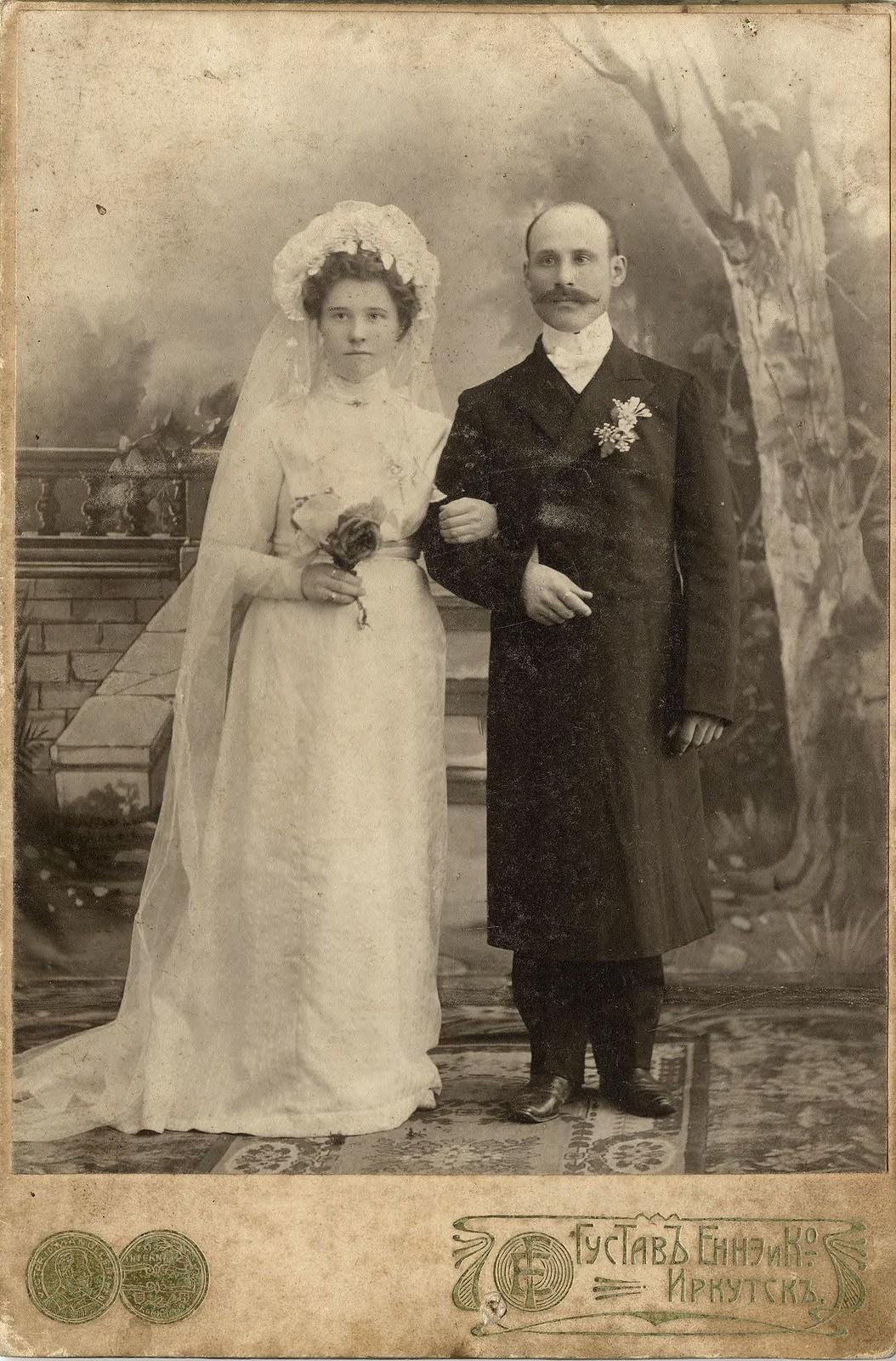 1910. Молодая супружеская пара Шубиных в свадебном наряде