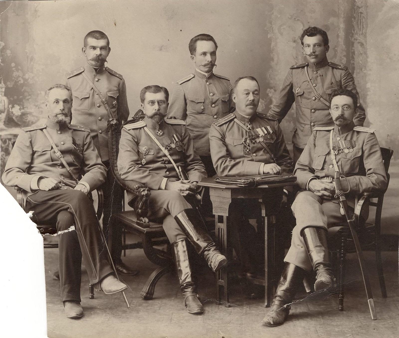 1900-е. Чины иркутской жандармерии во главе с полковником М.И.Познанским