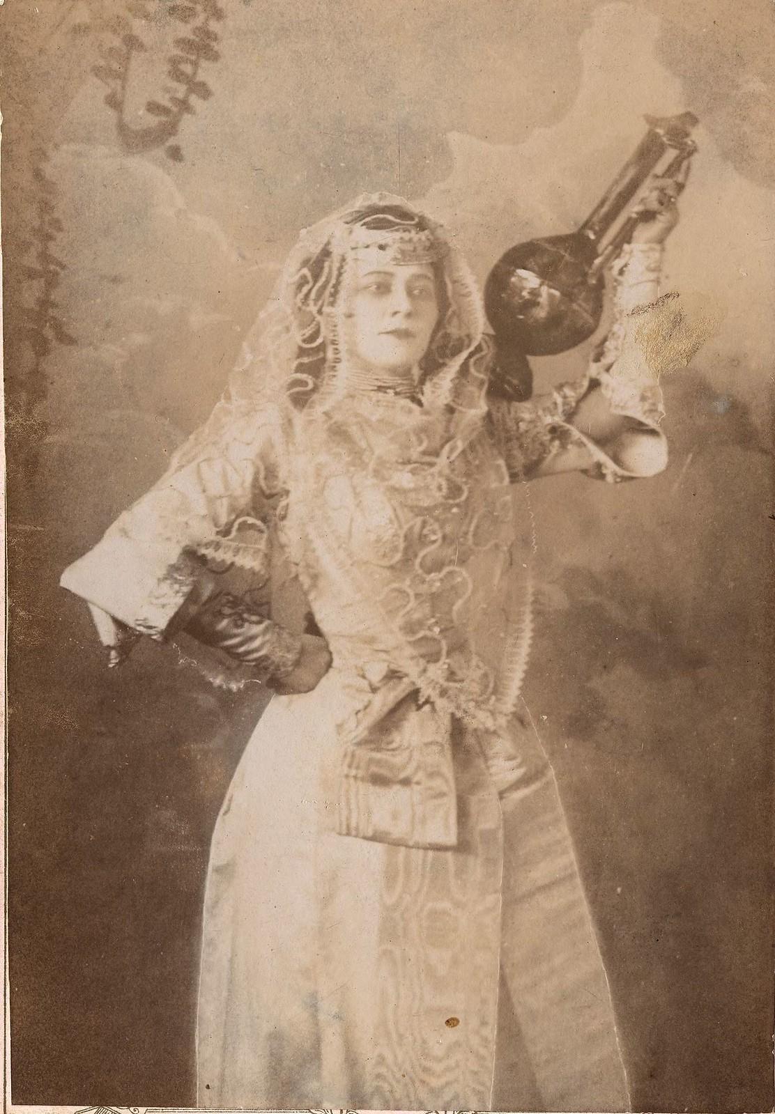 1900. М. Веселовская в восточном костюме
