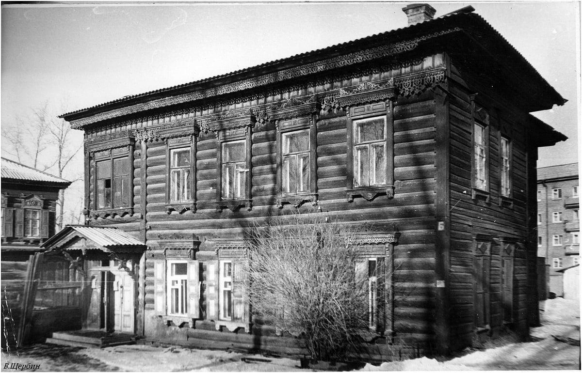 Дом по улице Декабрьских событий