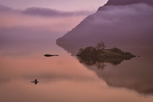 cumbria mist misty defusedlight sun reflection march march2021 winter2021 ullswater lake lakedistrict lakedistrictnationalpark morning fells sunrise orange red silverpoint norfolkisland swans paddleboarder