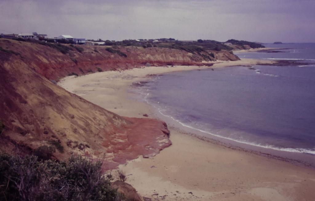 Red band along beach, Gossard Pt, Phillip Island, VIC, 04/02/00