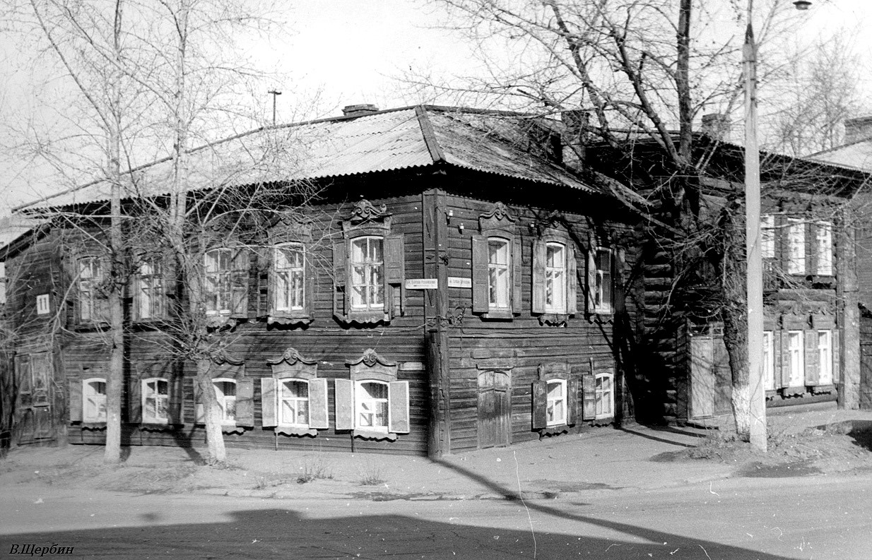 Дом на углу улиц Софьи Перовской и Борцов революции