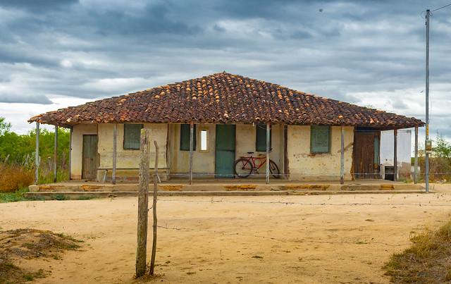 House in the hinterland / Casa no sertão