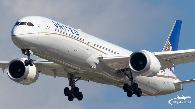 TLV - United Boeing 787-10 N12004